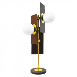 Lámpara de sobremesa, armazón metálico en acabado negro, con elementos de latón en acabado satinado