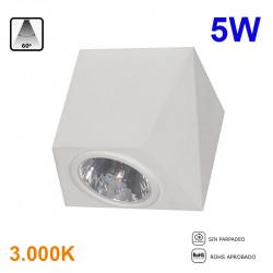 Foco de superficie LED para pared, Serie LC1492, armazón de aluminio en acabado blanco, 5W 400lm 3.000K 60º de apertura.