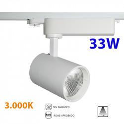 Foco de carril trifásico LED, Serie LC004, armazón metálico en acabado blanco texturizado, 33W 2.800lm 3.000K 15º de apertura.