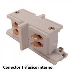 Conector trifásico interno, en acabado blanco.