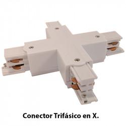 Conector Trifásico en X, en acabado blanco.