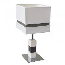 Lámpara de sobremesa moderno, estructura metálica en acabado cromo brillo, con elementos de  madera lacada en blanco.