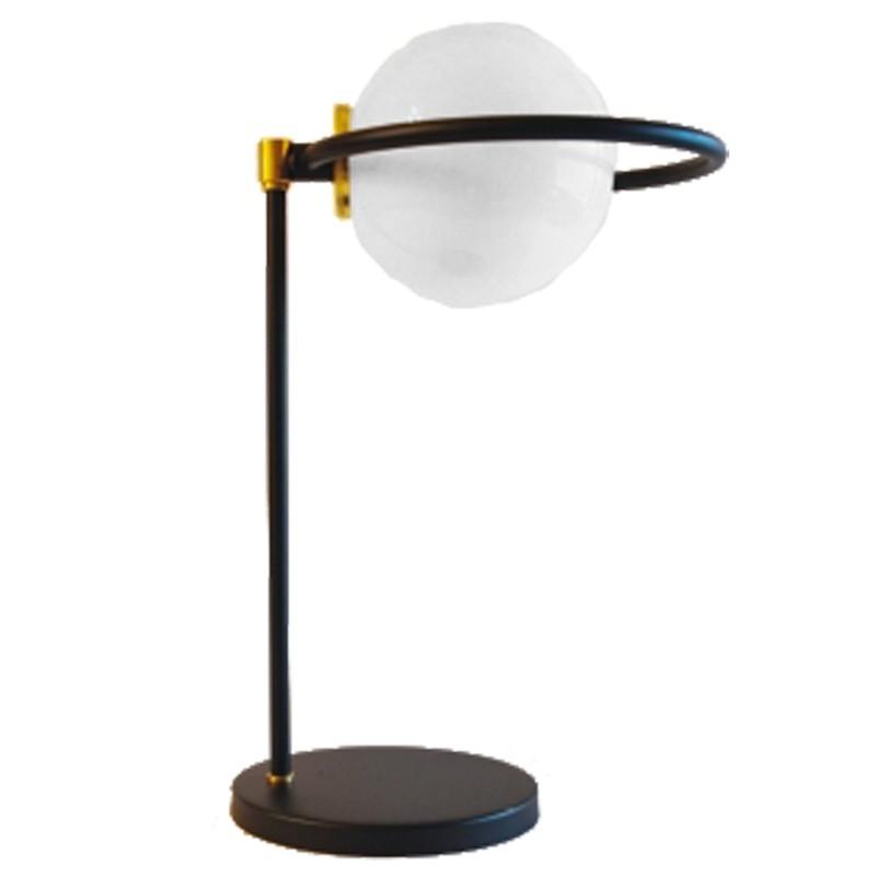 Lámpara de sobremesa, estilo retro, armazón metálico en varios acabados, con elementos de latón en acabado satinado