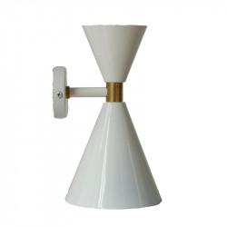 Aplique de pared retro, armazón metálico en acabado blanco, con elementos de latón en acabado satinado mate, 2 luces.