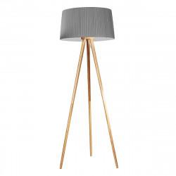 Lámpara de pie de salón, con estructura de trípode de madera y pantalla gris encintada.