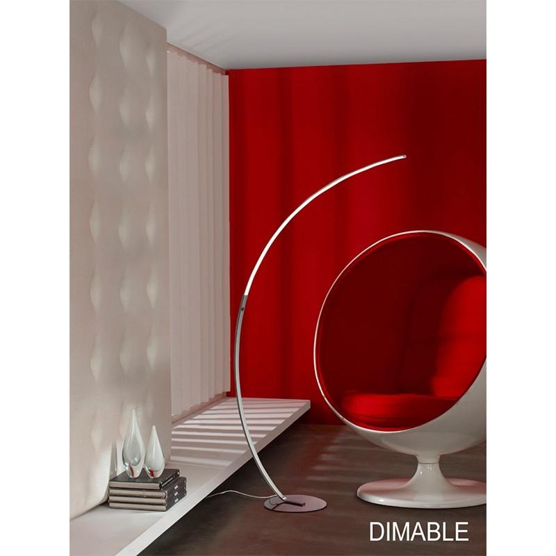 Lámpara de pie LED realizada en metal acabado cromo, con barras de acrílico transparente y burbujas interiores.