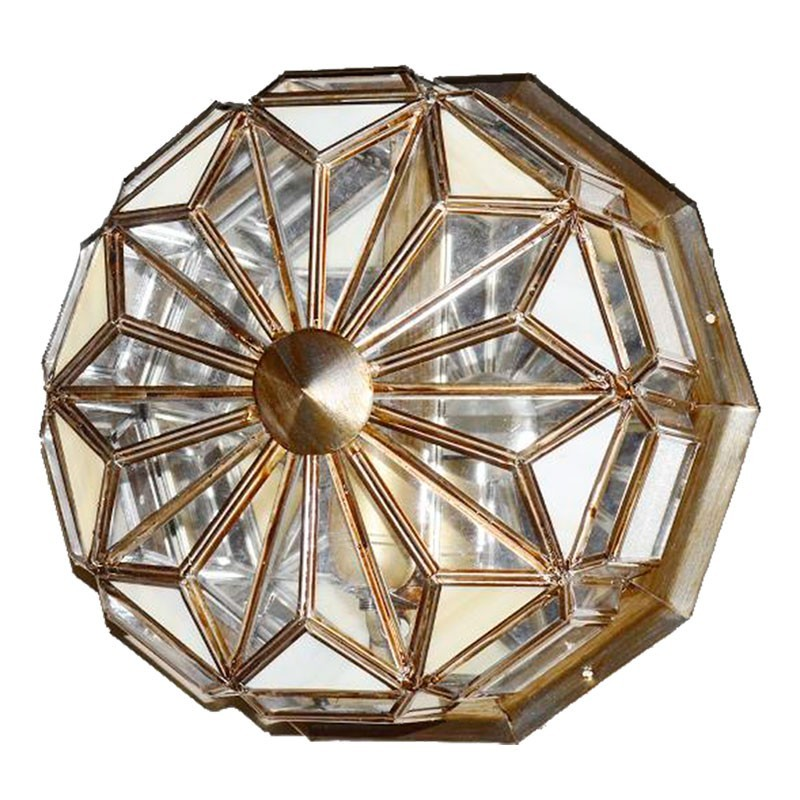 Lámpara de techo plafón granadino, en acabado dorado con cristal transparente y opalina.