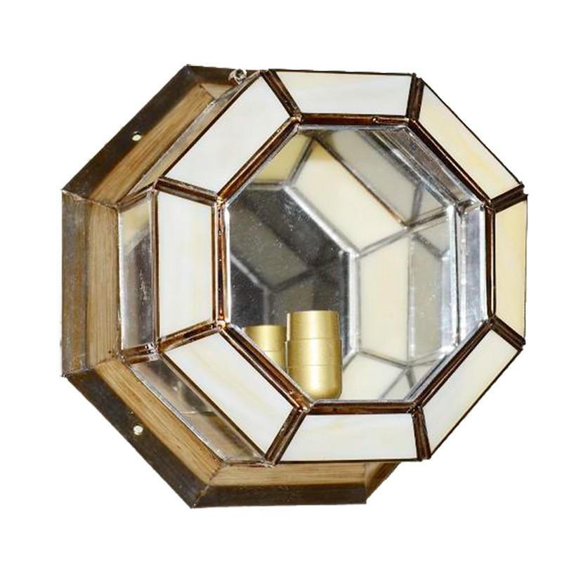 Lámpara de techo plafón granadino, armazón metálico en acabado dorado, 1 luz, con cristal transparente y opalina.